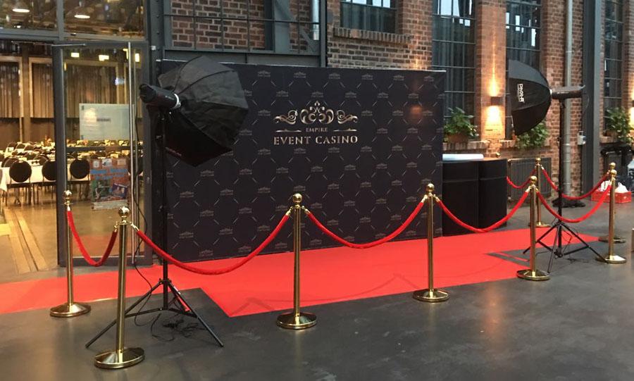 Empfang der Gäste auf dem roten Teppich