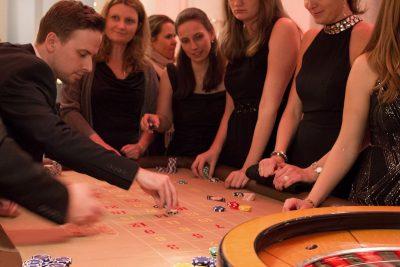Gedränge am Roulette-Tisch