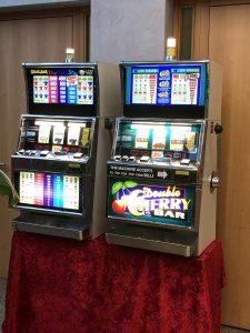 Erleben Sie einen tollen Casino Abend mit Roulettetiscen, echten Croupieres, Slot Machines und Las Vegas Atmosphäre.